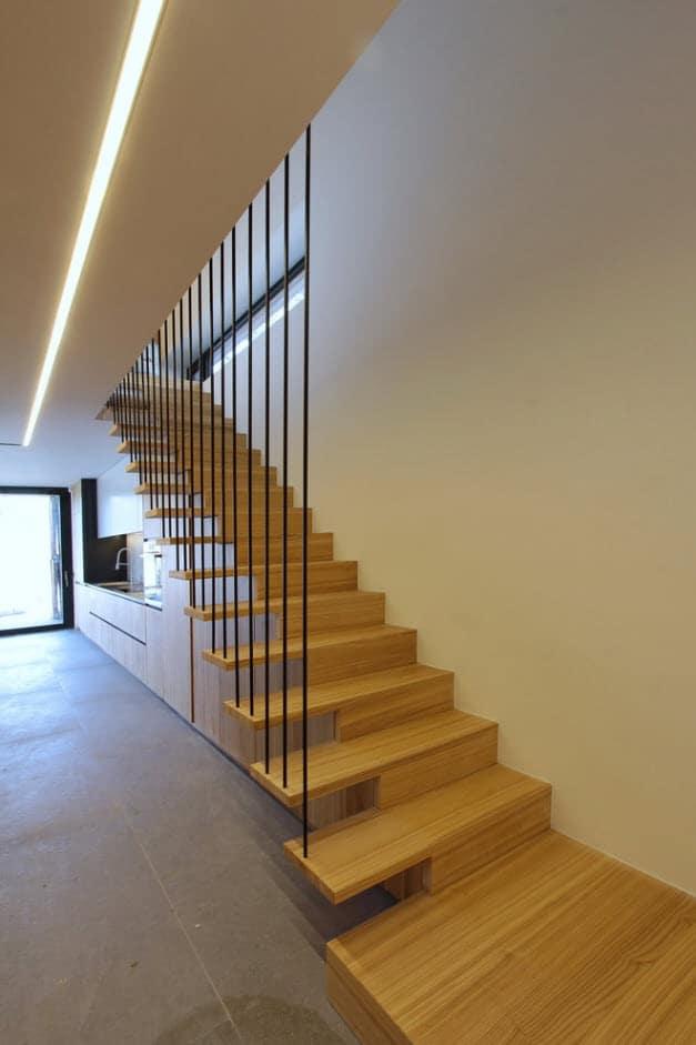 Dise o de casa de campo peque a con moderna estructura de for Diseno escaleras para segundo piso