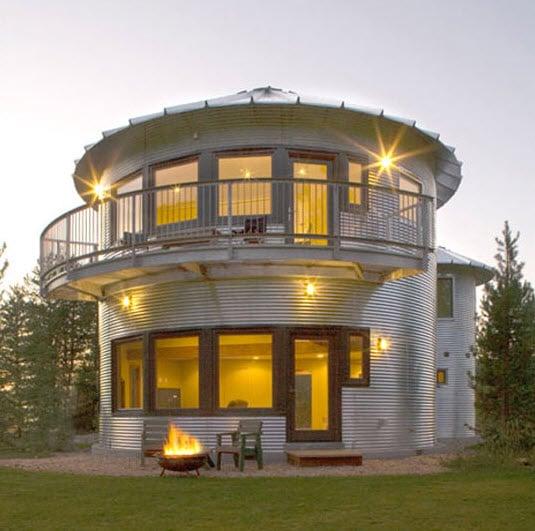 Granero circular convertido en casa dos pisos