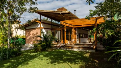 Photo of Diseño de pequeña casa en la selva, moderna construcción con madera y ladrillo