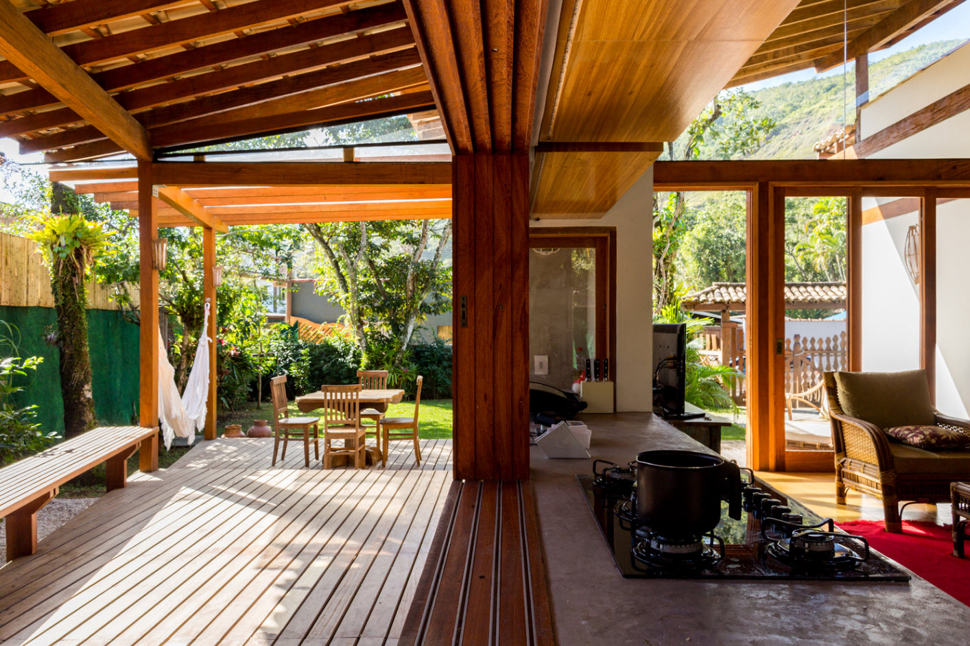 Dise o de peque a casa en la selva for Interior de la casa de madera moderna