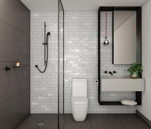 Cerámicos rectangulares blancos en baño pequeño