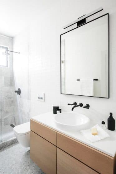 Simple moderno cuarto de baño