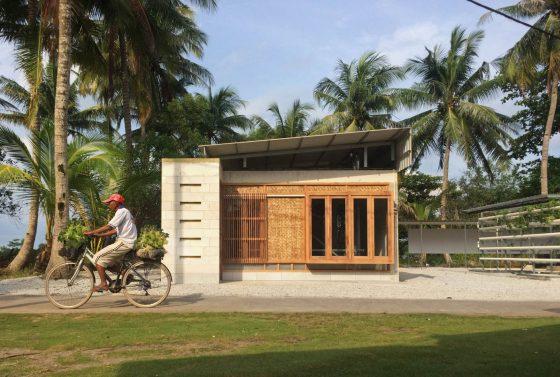 Fachada de casa pequeña campo construida concreto (hormigón)