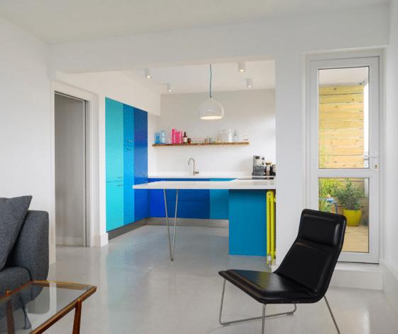 Diseño de cocina juvenil matices de azul