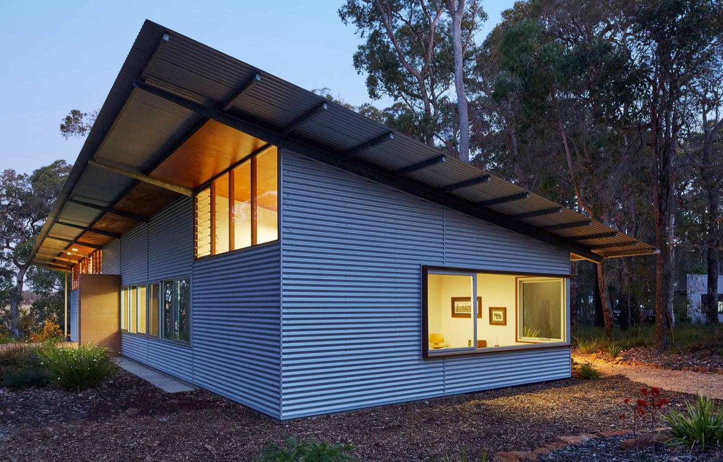 Casa rural con paneles metálicos galvanizados