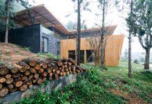 Photo of Hermosa casa rural de madera y piedra integrada con la naturaleza