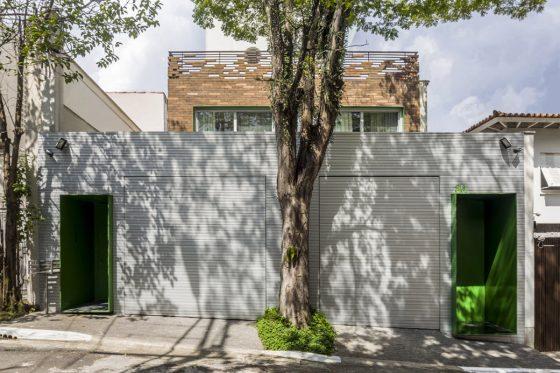 Fachada casa dos plantas