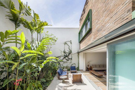 Terraza en patio jardín