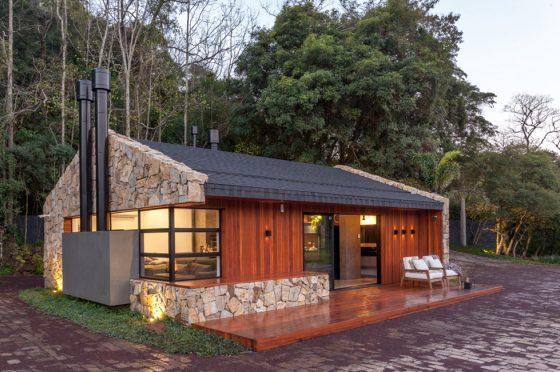 Diseño casa campo con piedra y madera en fachada