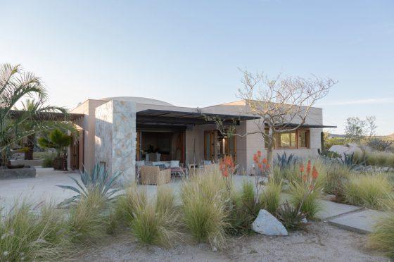 Diseño de casa de campo con paredes de tierra