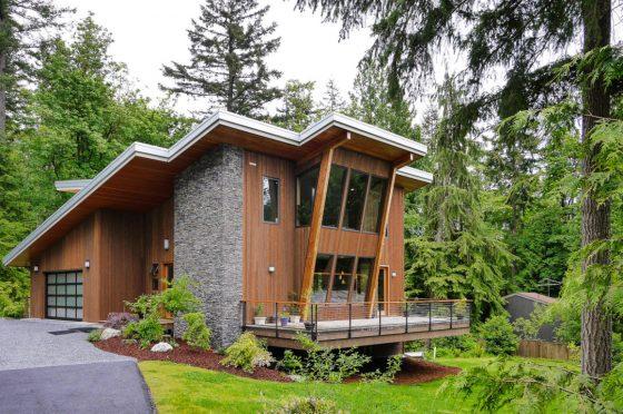 Modelo de casa moderna ubicada en la montaña, con hermosa vista hacia la floresta