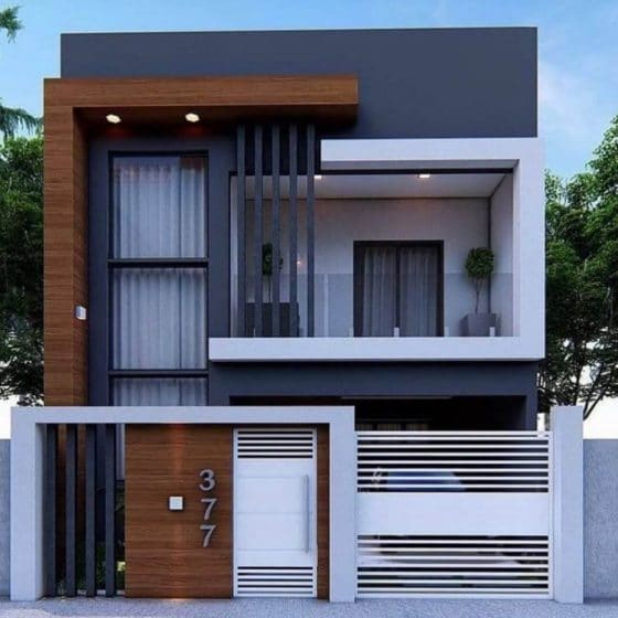 Fachada de casa de dos plantas moderna, tiene cerco perimétrico