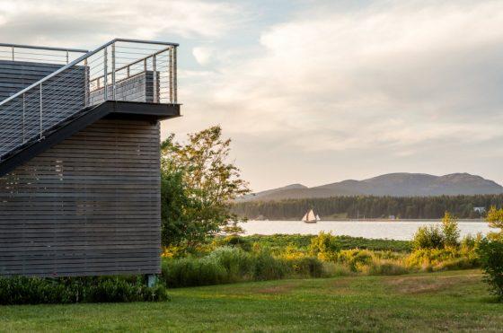 Hermosa vista hacia el lago desde la casa de campo