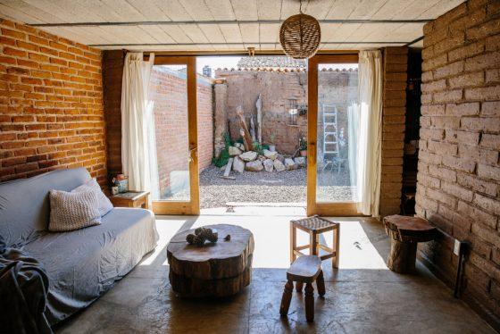 Renovación del diseño interior, manteniendo estilo original con muebles rústicos