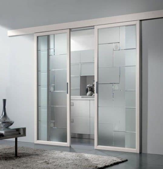 Puerta corrediza para interiores transparente, con marcos de pvc blanco