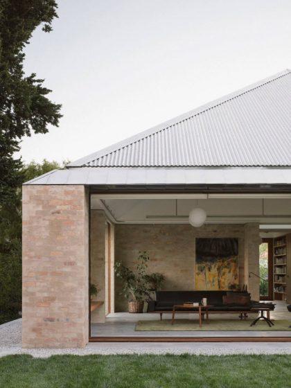 Detalle de fachada casa pequeña